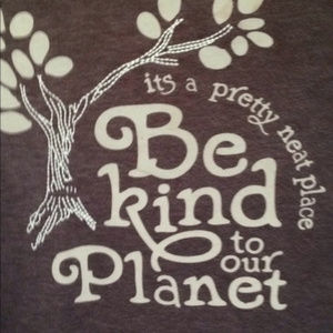 "AEOutfitters ""Be Kind to our Planet"" T-Shirt 